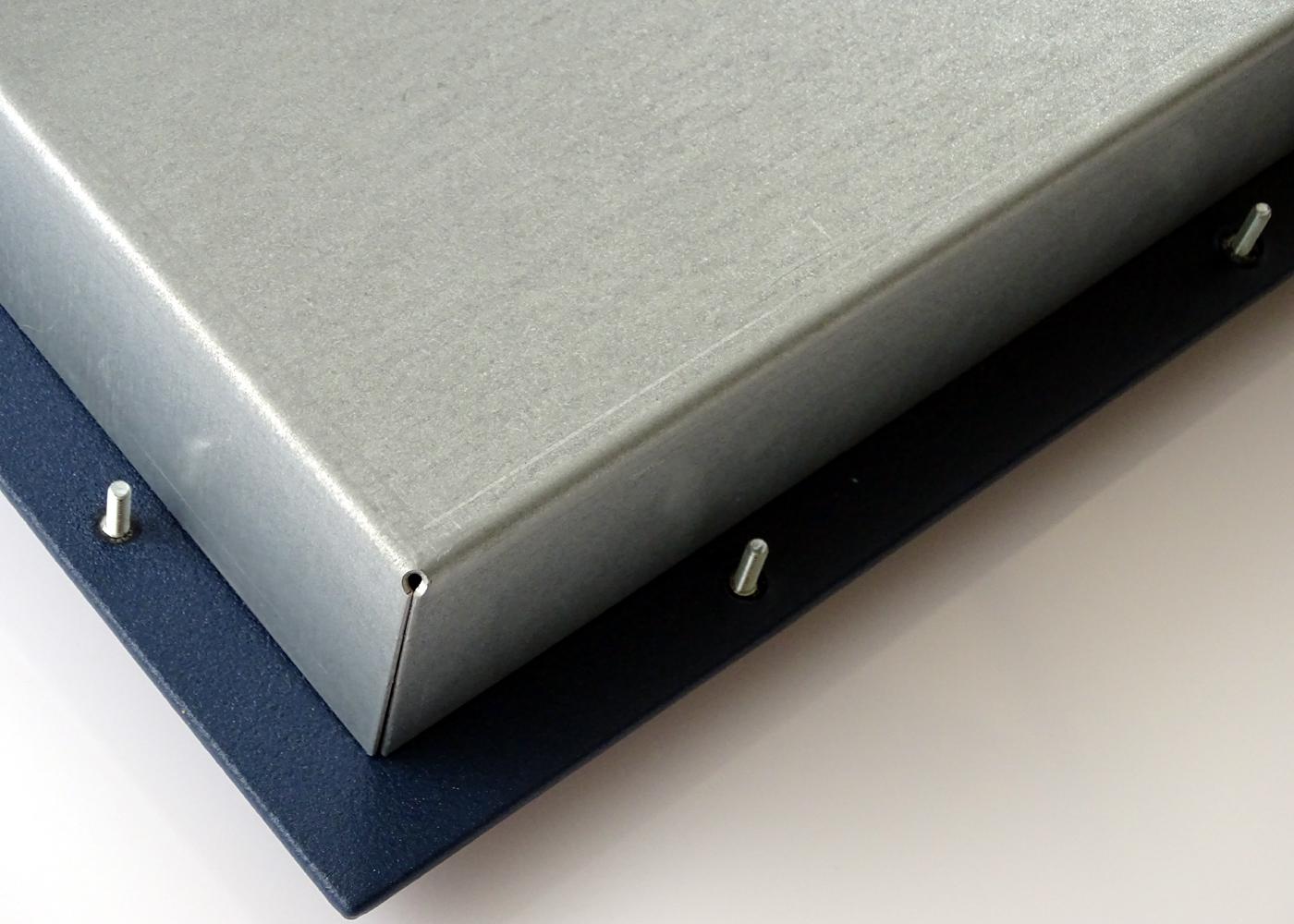 Clavier industriel 105 touches vue de détail fixations robustes