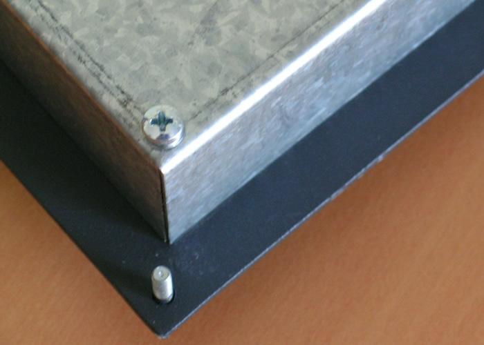 Clavier industriel 17 touches intégrable par l'avant avec trackball 38mm – Goujons robustes