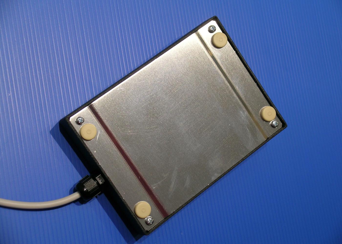 Trackball 38mm industrielle en boitier de table – Vue arrière