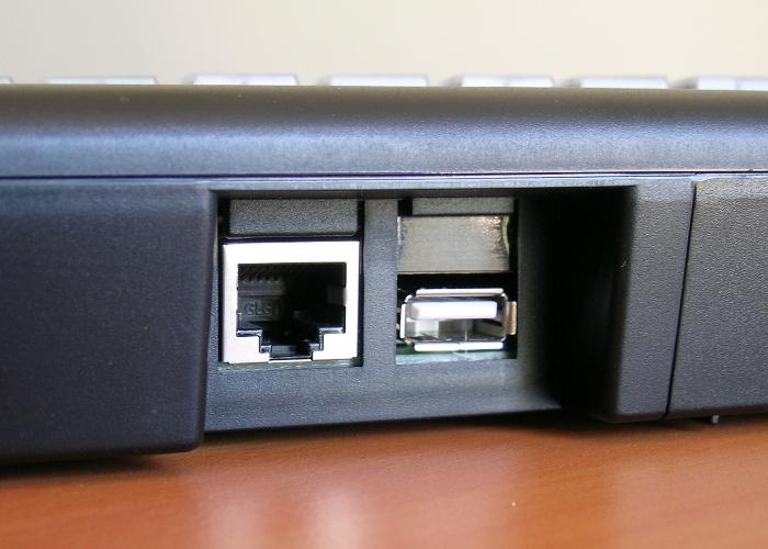 Clavier semi-industriel programmable en boitier de table – Connectiques – Port USB auxiliaire
