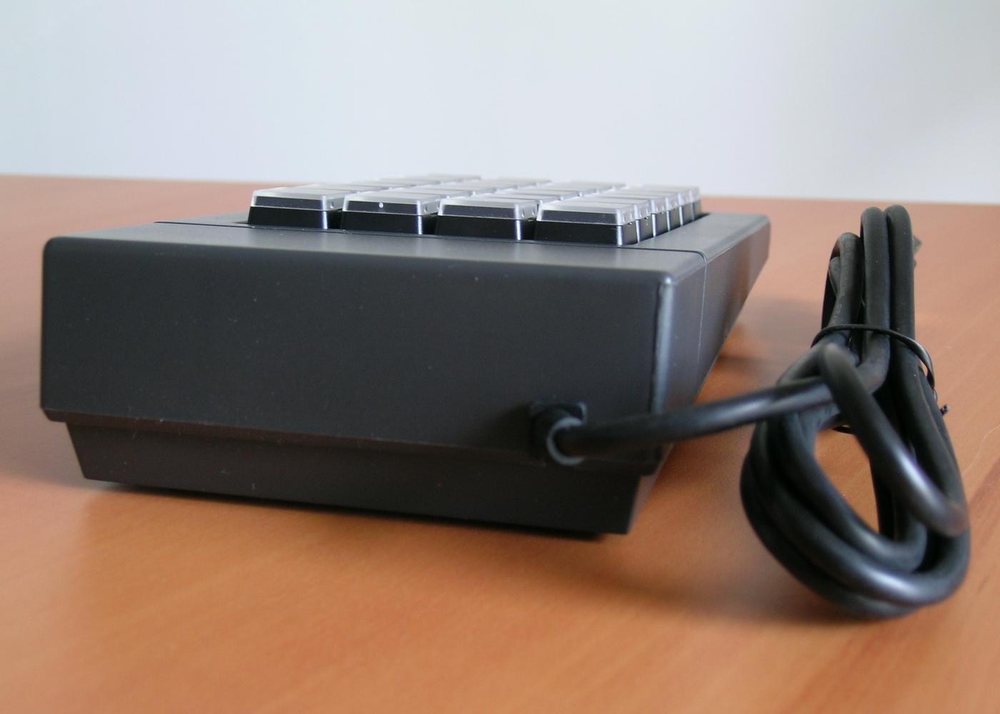 Clavier semi-industriel 24 touches programmable en boitier de table – Vue arrière