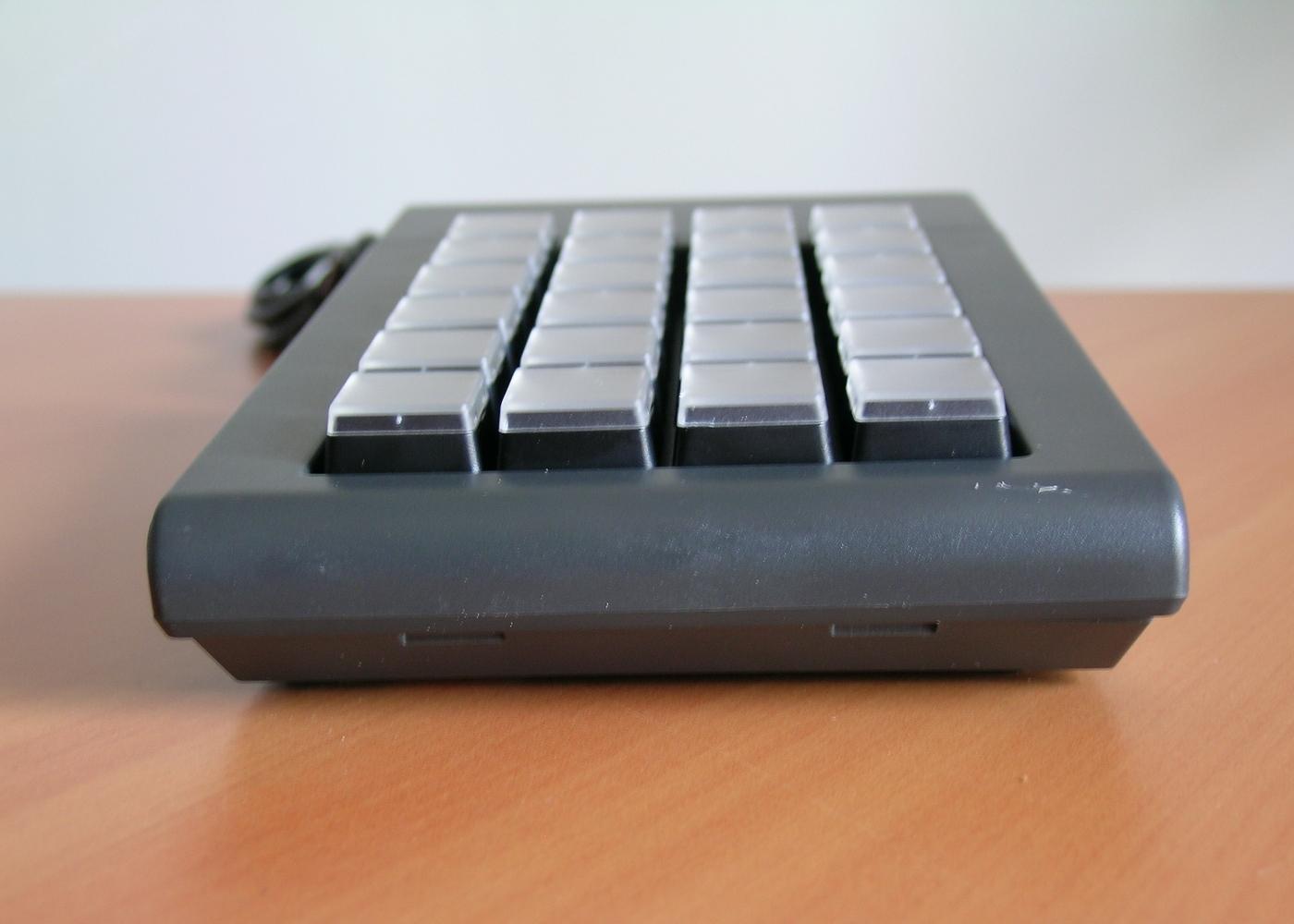 Clavier semi-industriel 24 touches programmable en boitier de table – Vue avant