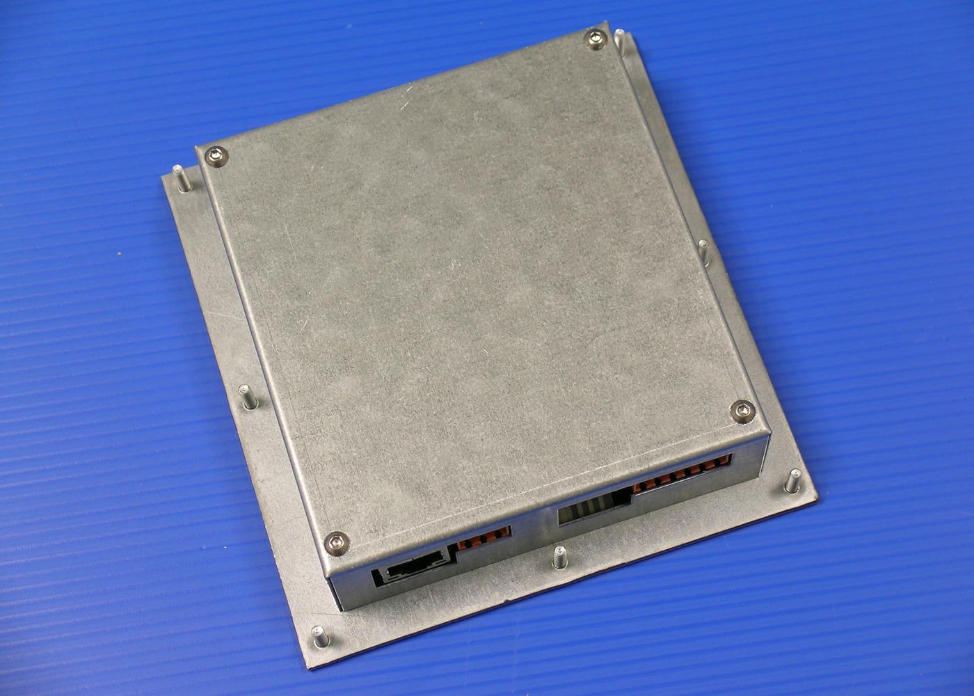 Terminal ASCII industriel 8 touches avec afficheur 4×20 caractères interface configurable RS232 / Ethernet – Terminal ASCII industriel 8 touches avec afficheur 4×20 caractères interface configurable RS232 / Ethernet – Vue arrière