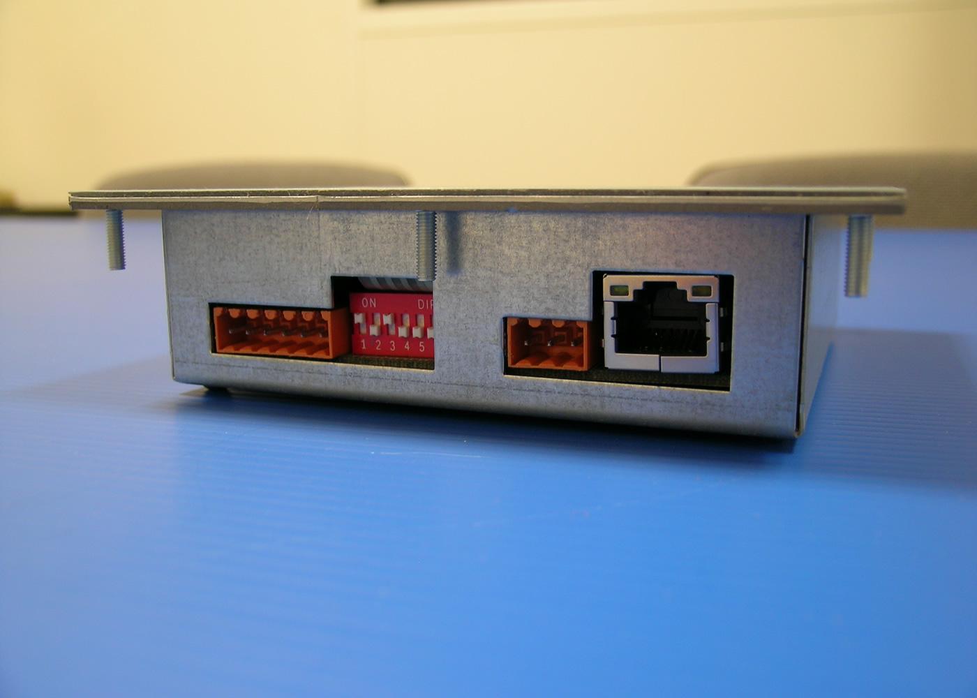 Terminal ASCII industriel 8 touches avec afficheur 4×20 caractères interface configurable RS232 / Ethernet – Vue connecteurs