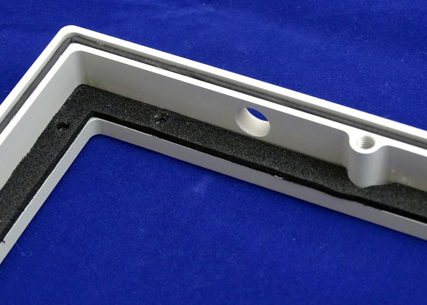 NX5600 – boîtier aluminium usiné, micro-billé et anodisé