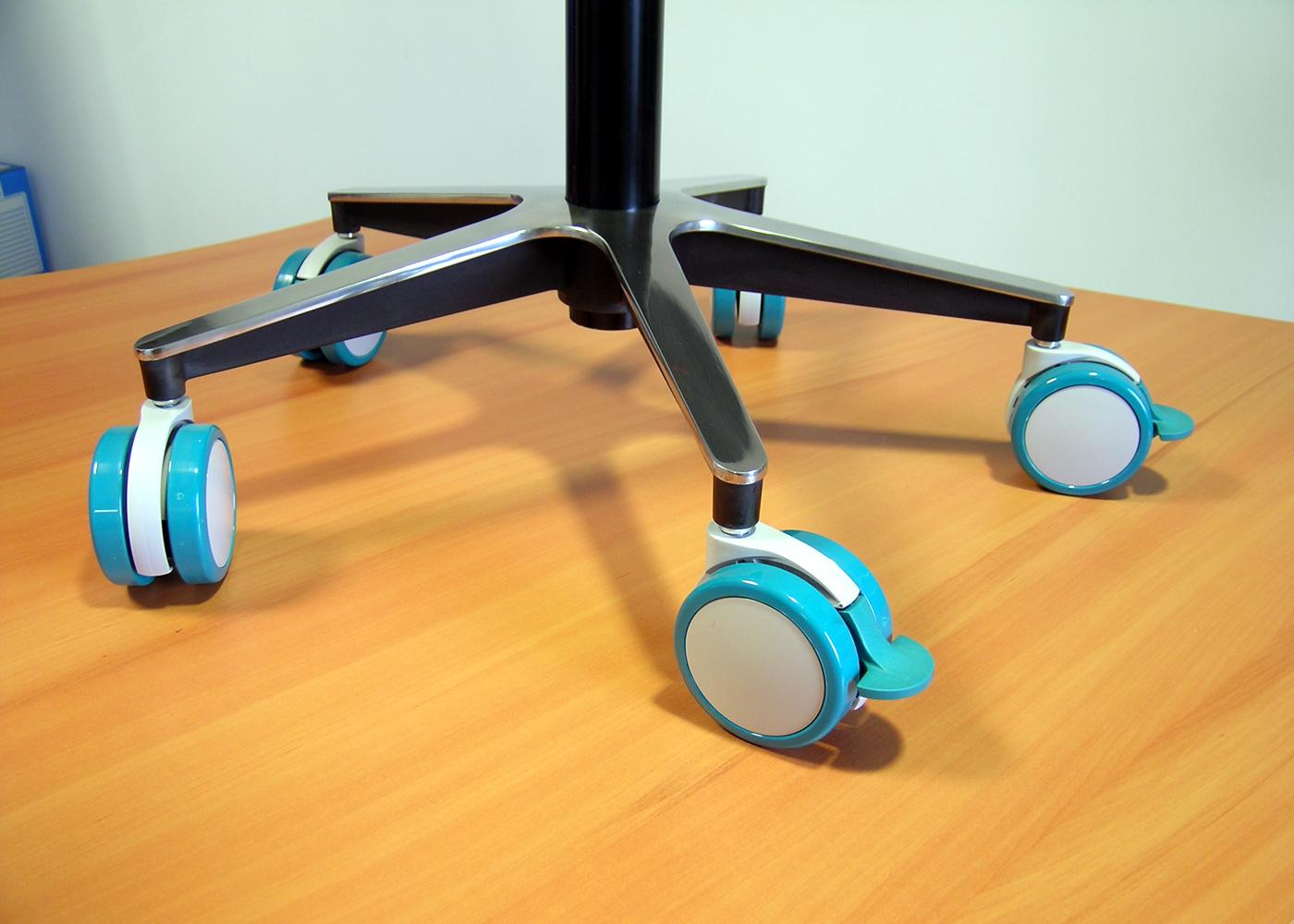 Chariot médical NX557-01 – Détail des roulettes antimicrobiennes