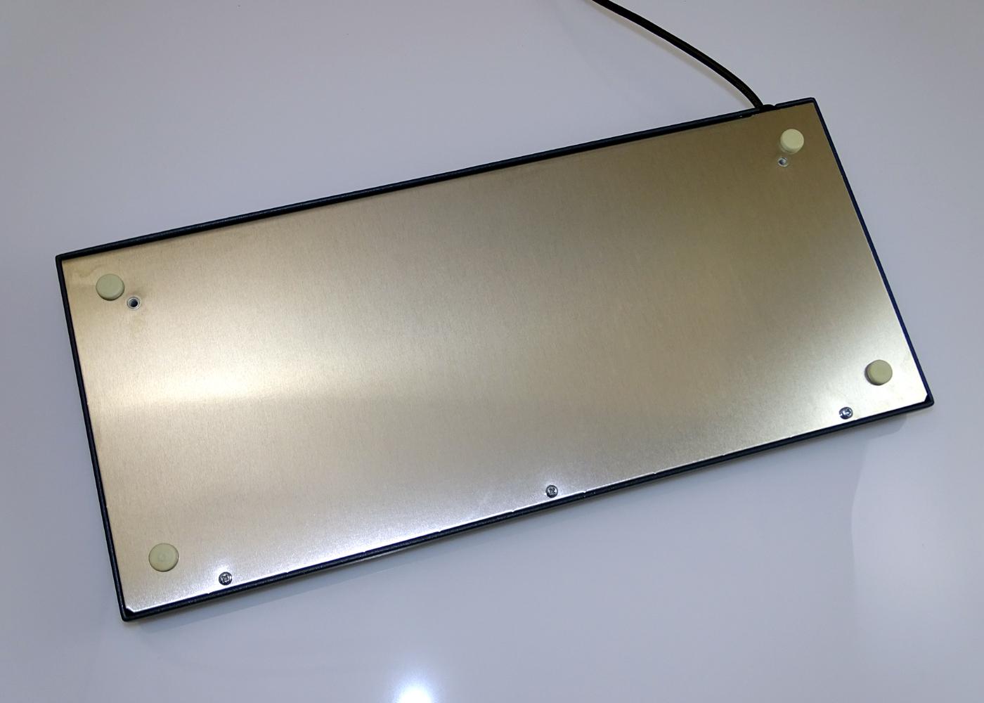 Clavier industriel 105 touches en boitier de table – Vue arrière