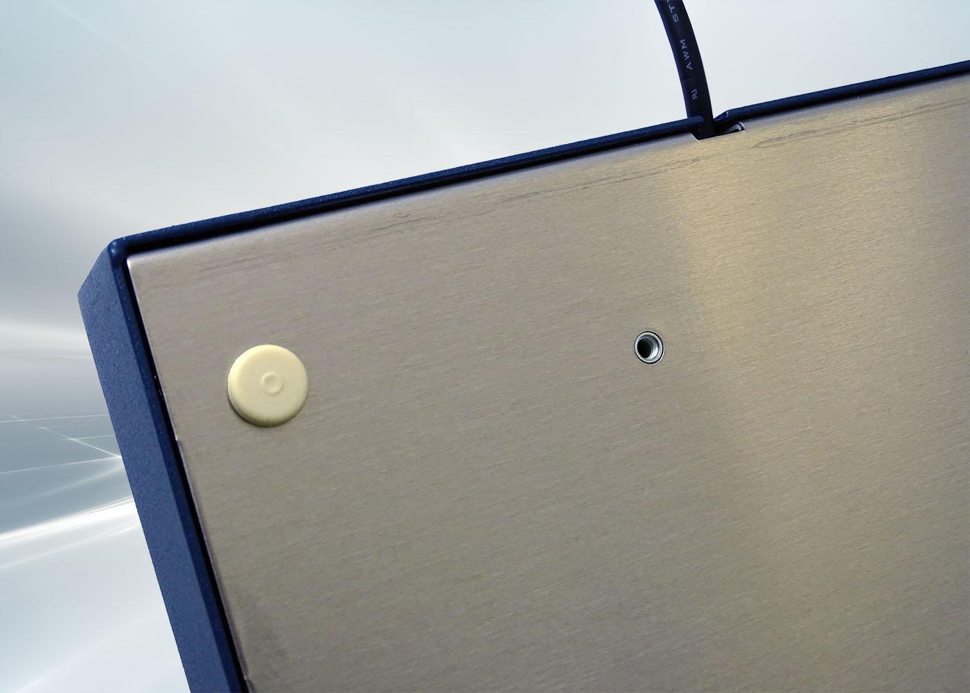 Clavier 105 touches en boîtier de table avec trackball 38 mm – détail inserts de fixation