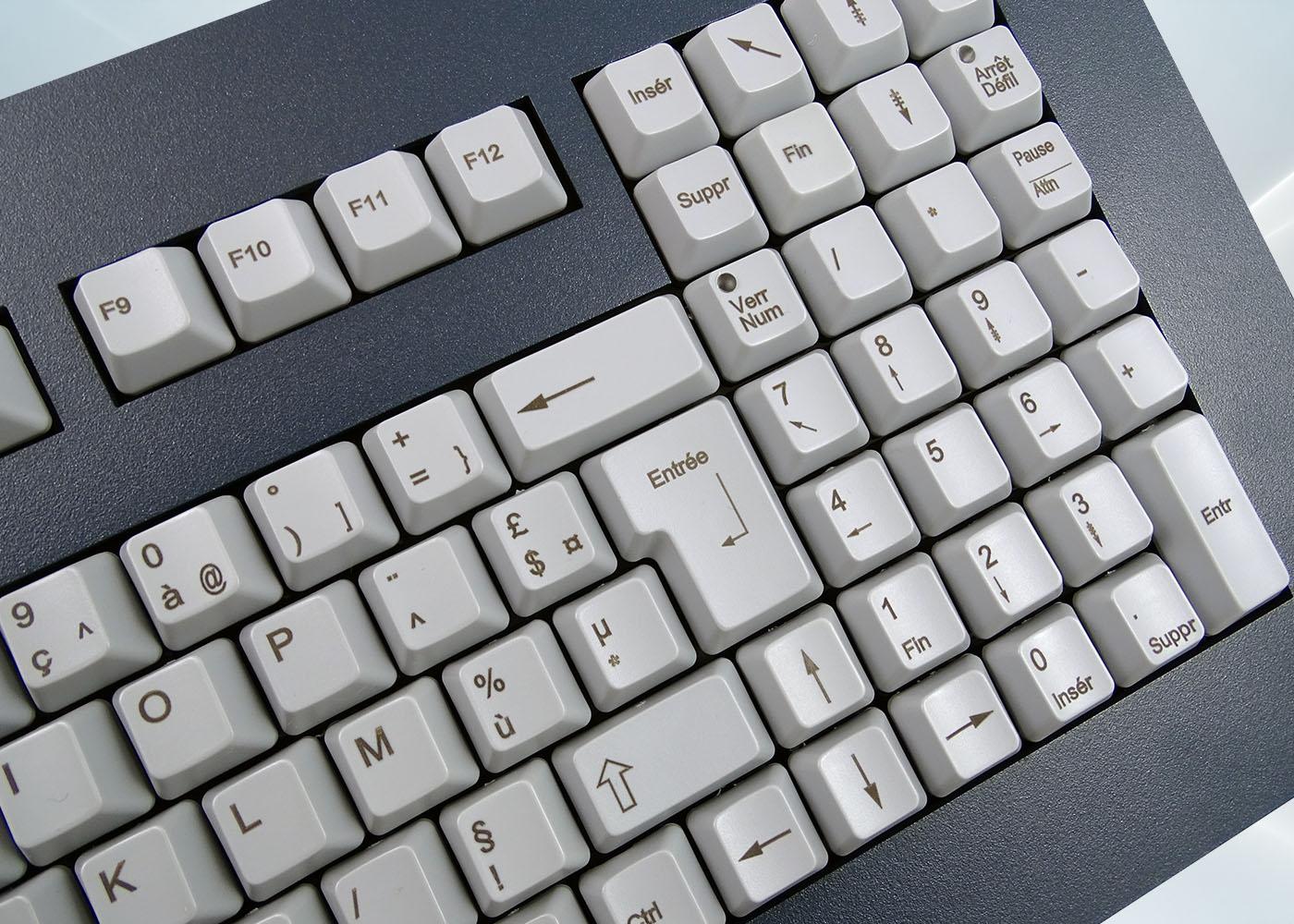 Clavier 105 touches ergonomique haute fiabilité intégrable en panneau par l'avant – détail touches